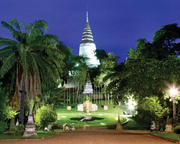 Phnom Penh by night.jpg